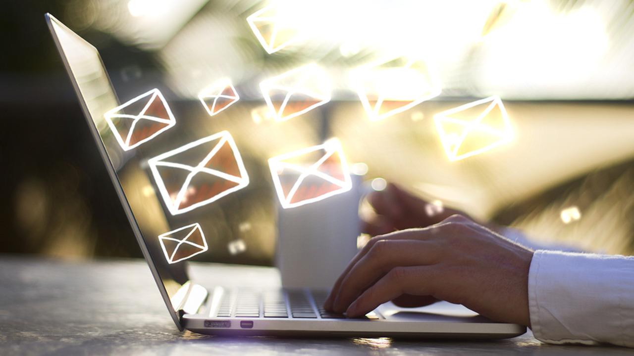 e-mail címlista