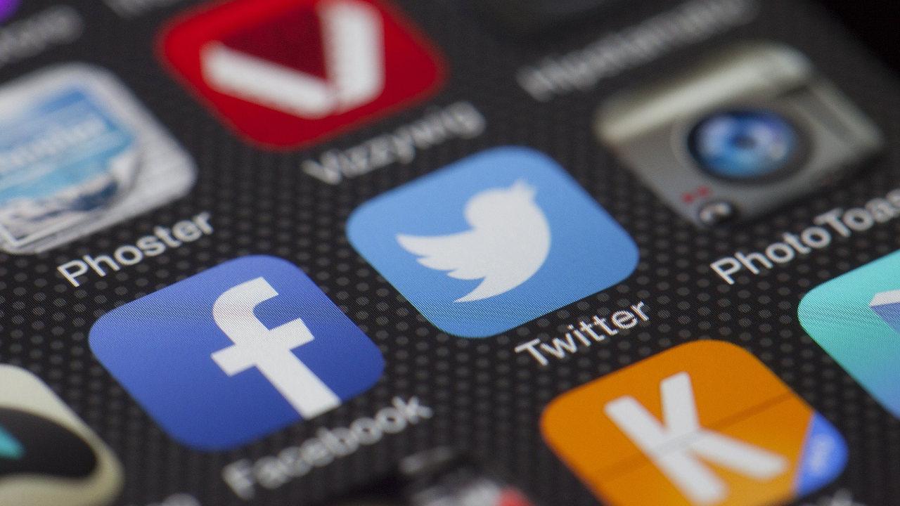 online hirdetés, közösségi média